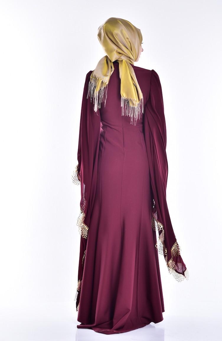 a828d1911 فستان يتميز بأكمام واسعة من الشيفون ومُزين بتفاصيل من الشراشيب 2030-01