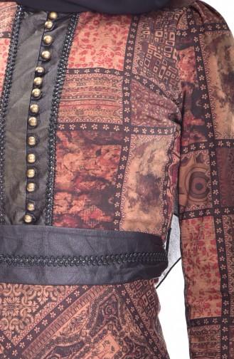 فستان يتميز بتصميم مورّد 7454-01