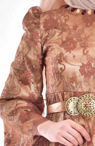 فستان بتصميم من الدنتيل  0013-01