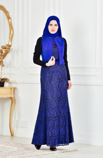 فستان بتصميم طبقات من الدانتيل وتفاصيل مرصعة  1713178-02