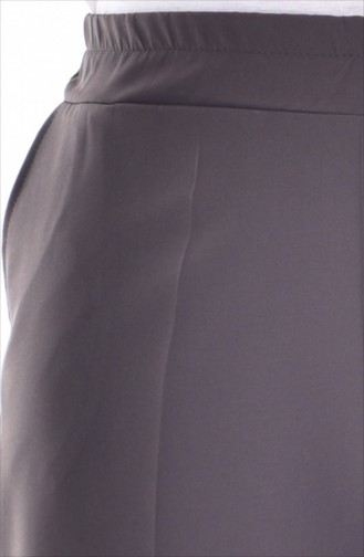 في مودا بنطال بتصميم مطاط عند الخصر وجيوب بمقاسات كبيرة 3103-01 لون أخضر كاكي داكن 3103-01