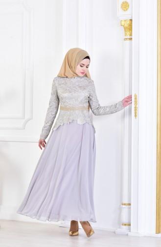 فستان سهرة بتفاصيل من الدانتيل 7942-03 لون رمادي 7942-03