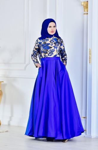 فستان يتميز بتفاصيل من الترتر 701222-01