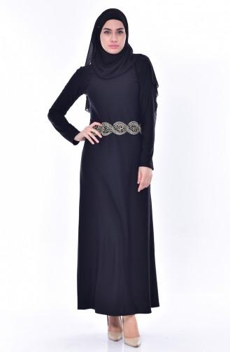 فستان يتميز بتفاصيل من الدانتيل 4455-02 لون اسود 4455-02