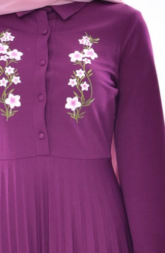 Gefaltetes Kleid mit Stickerei 0535-03 Zwetschge 0535-03