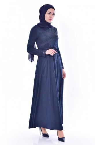 فستان يتميز بتفاصيل من الدانتيل 1180-01 لون كحلي 1180-01
