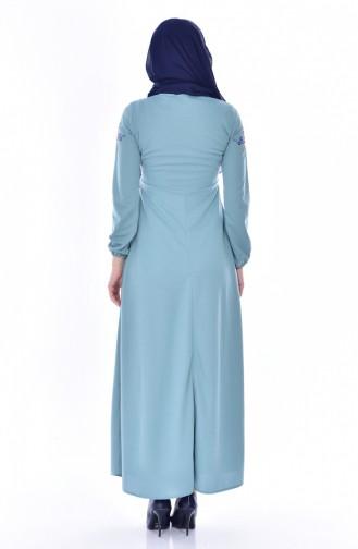 Kleid mit Stickerei 0522-05 Mandel Grün 0522-05