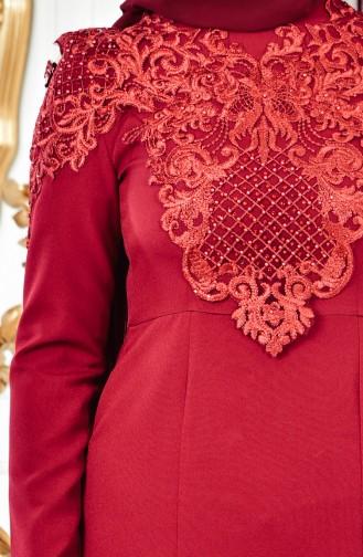 فستان يتميز بتفاصيل من الدانتيل 4010-04 لون خمري 4010-04