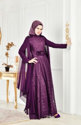 فستان سهرة بتفاصيل من الدانتيل وياقة سبعة 8113-05 لون بنفسجي 8113-05