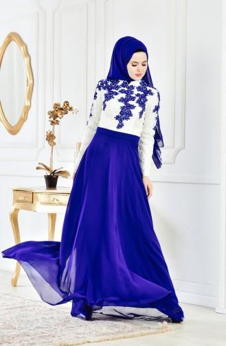 فستان سهرة يتميز بتفاصيل من الدانتيل 8202-05 لون بيج فاتح وازرق 8202-05