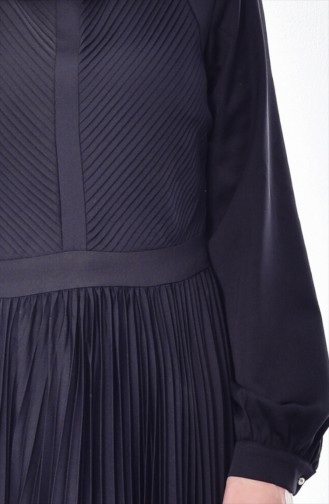 فستان بتصميم طيات 28358-06 لون اسود 28358-06