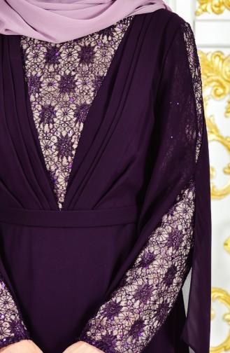 فستان سهرة يتميز بتفاصيل من الدانتيل 1284-02 لون بنفسجي 1284-02