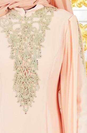 فستان يتميز بتفاصيل من الدانتيل 8244-03 لون مشمشي 8244-03