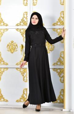 5cdd3f3db9c19 فستان سهرة بتصميم مُطبع باحجار لامعة وورد 1002-02 لون اسود 1002-02