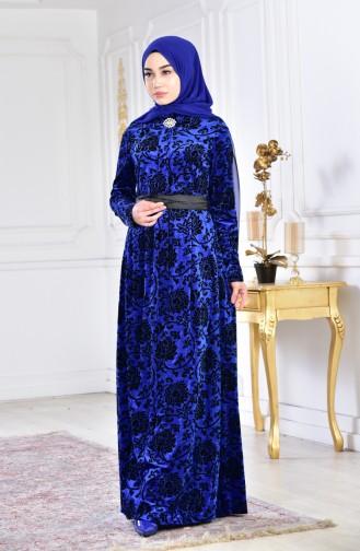 فستان مخمل مُزين ببروش بأحجام كبيرة 2135-03 لون ازرق 2135-03