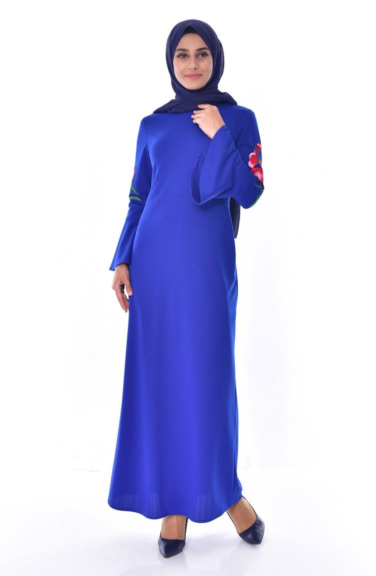 af7ff77abc28d فستان مُزين بتفاصيل مُطرزة على اكمام 3530-03 لون ازرق 3530-03