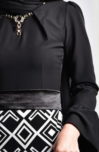 فستان بتصميم مُزين بقلادة 2139-02 لون أسود 2139-02