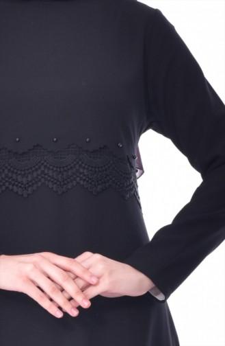 فستان بتفاصيل من الدانتيل 1501-02 لون اسود 1501-02