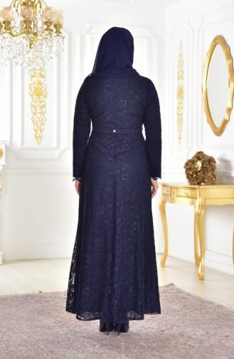 فستان سهرة يتميز بتفاصيل من الدانتيل بمقاسات كبيرة 1273-01 لون كحلي 1273-01