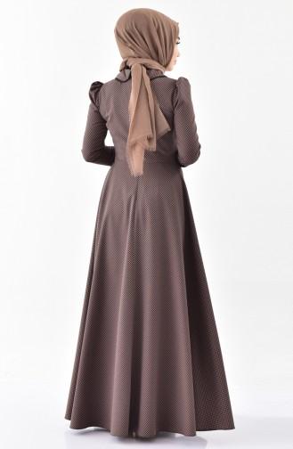 فستان بتصميم ياقة مثنية 7233-01 لون بُني مائل للرمادي 7233-01