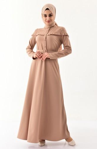 فستان بتفاصيل من اللؤلؤ وحزام للخصر  2021-04 لون بني مائل للرمادي 2021-04