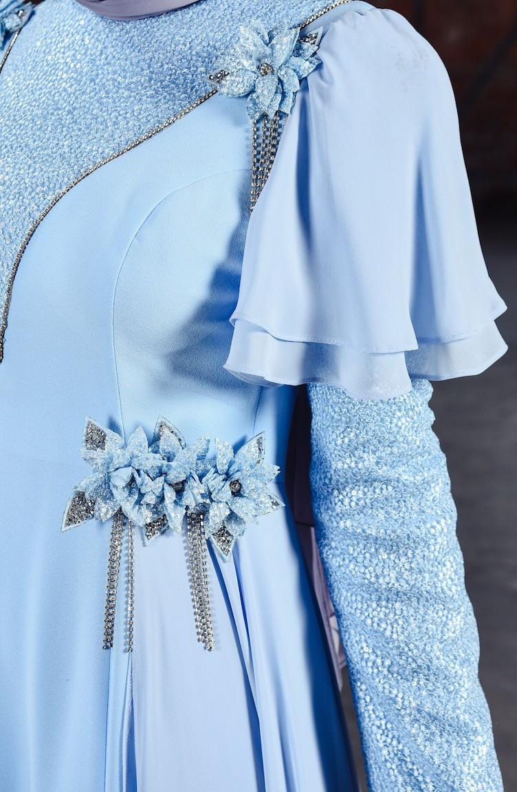 فستان سهرة بتفاصيل بروش ورد 7024 01 لون ازرق فاتح 7024 01 Sefamerve