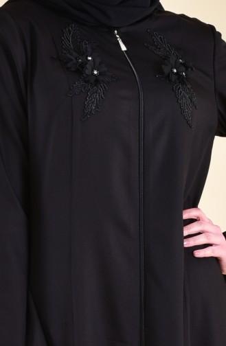 عباءة بتصميم سحاب مُزين بكُلف ورد  5016-01 لون أسود 5016-01