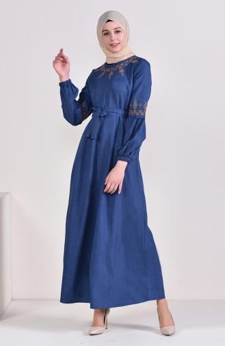 فستان بتفاصيل مُطرزة وحزام للخصر 1022 A-04 لون نيلي 1022A-04