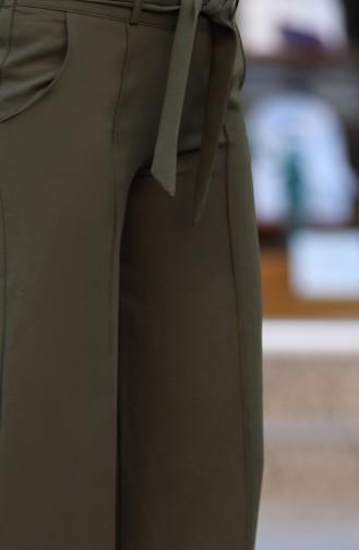 بنطال قصة واسعة من الأسفل بتصميم حزام للخصر 3001-03 لون أخضر كاكي 3001-03