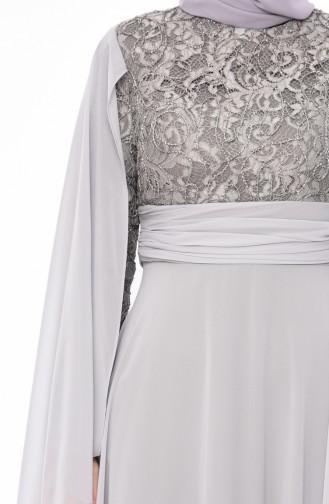 فستان سهر بتفاصيل من الدانتيل 1603-02 لون رمادي 1603-02