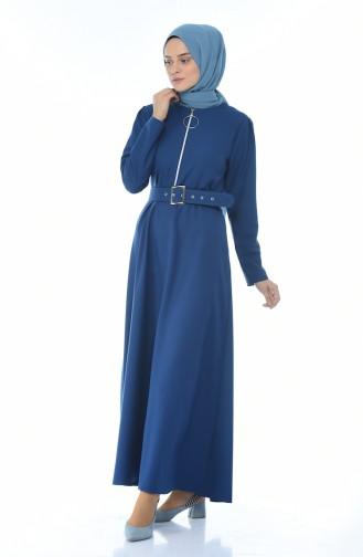 Reissverschluss-detailliertes Kleid mit Gürtel  4507-05 Indigo 4507-05