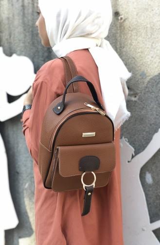 حقيبة ظهر بلون بني 08-02
