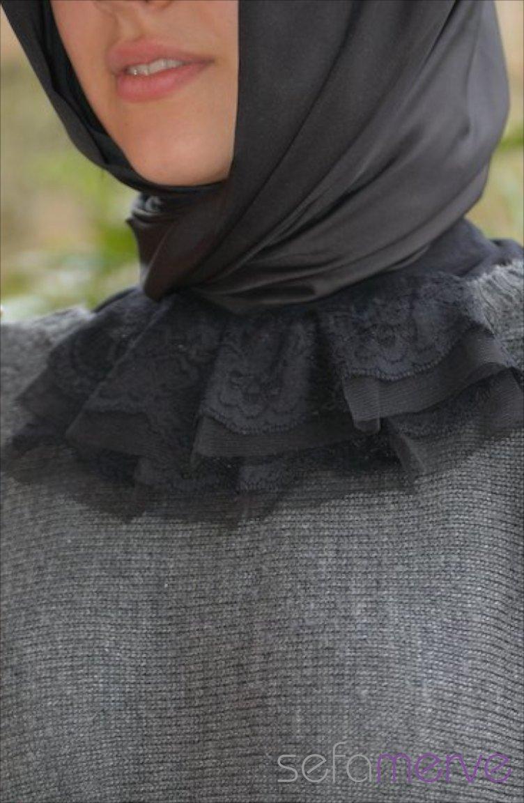 Siyah düğmeli boyunluk
